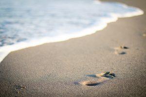 """87b37d83e6c4 Na hora de aproveitar o melhor do verão e relaxar à beira mar, nada como  curtir as delícias de nosso """"Lar Doce Mar"""". É fundamental ter bons e  práticos ..."""